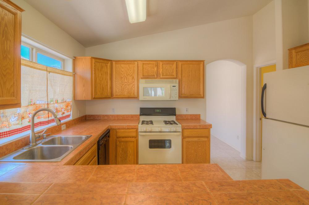 23 Kitchen c.jpg
