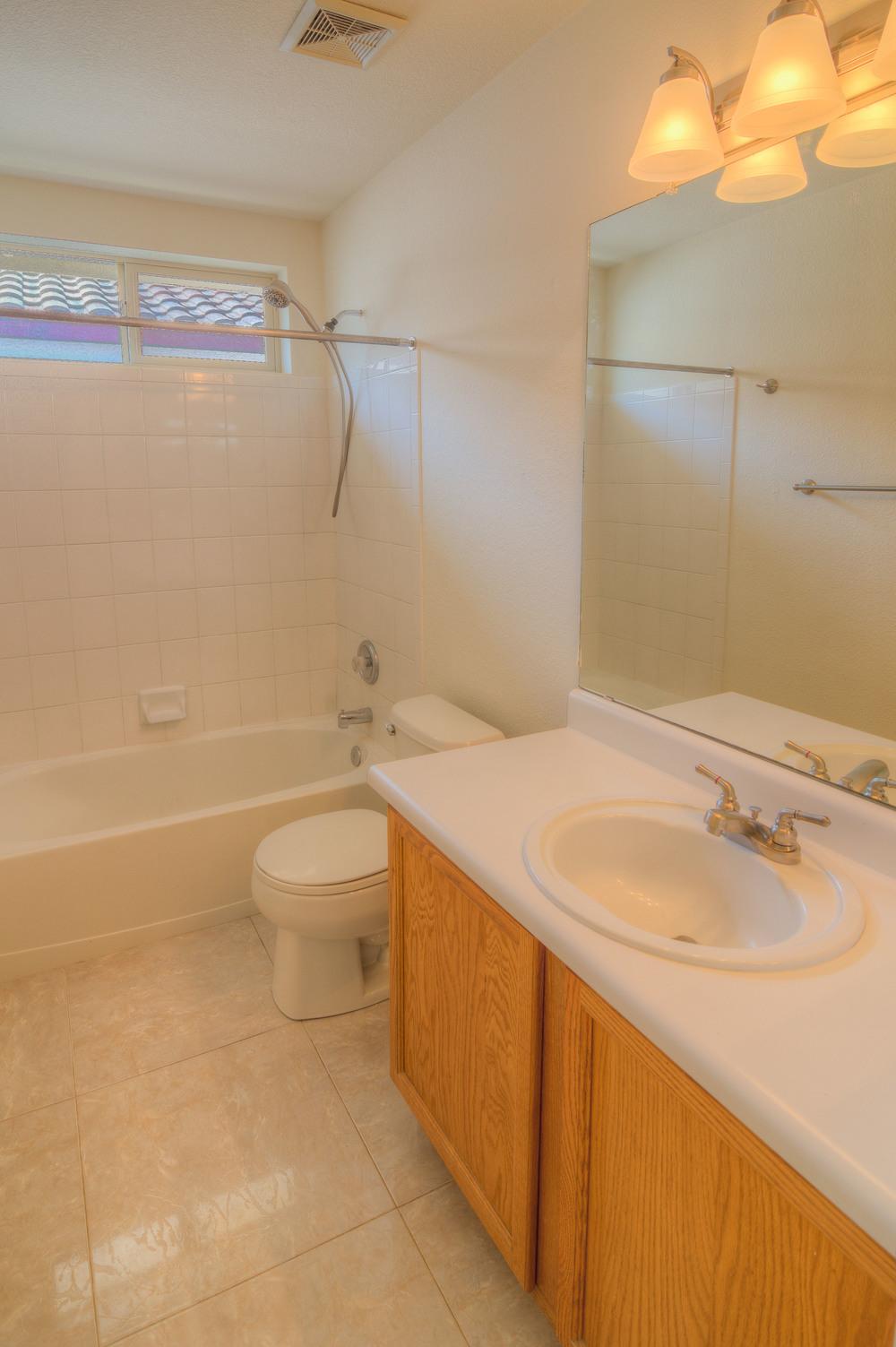 33 Bathroom a.jpg