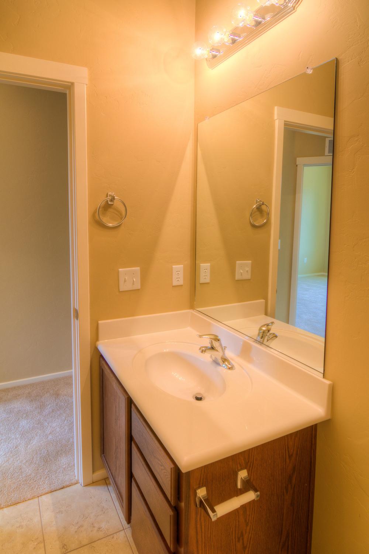 28 Bathroom b.jpg