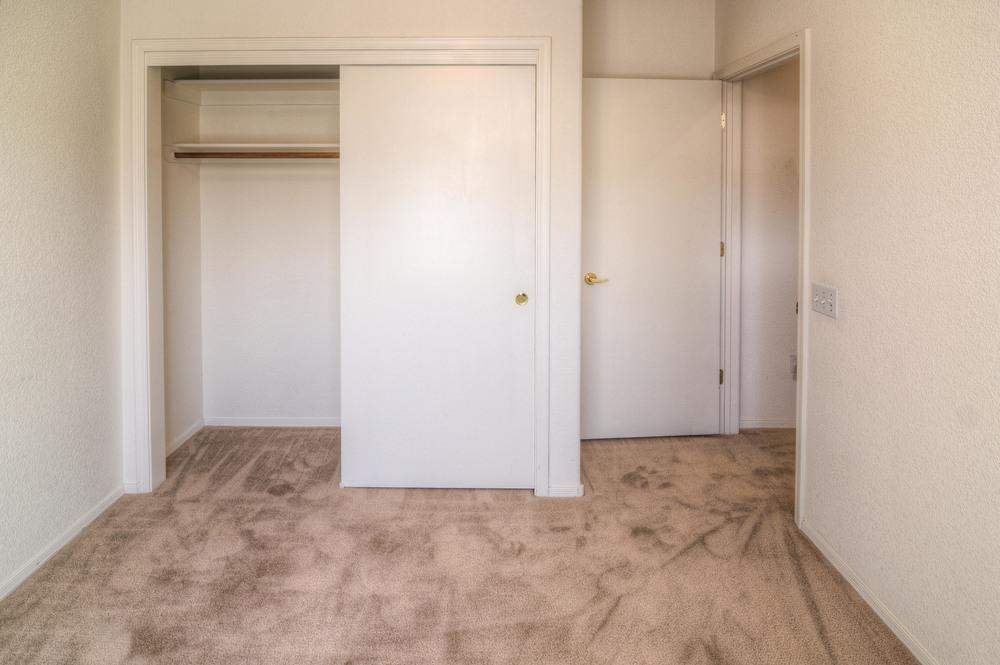 33 Bedroom 1c.jpg