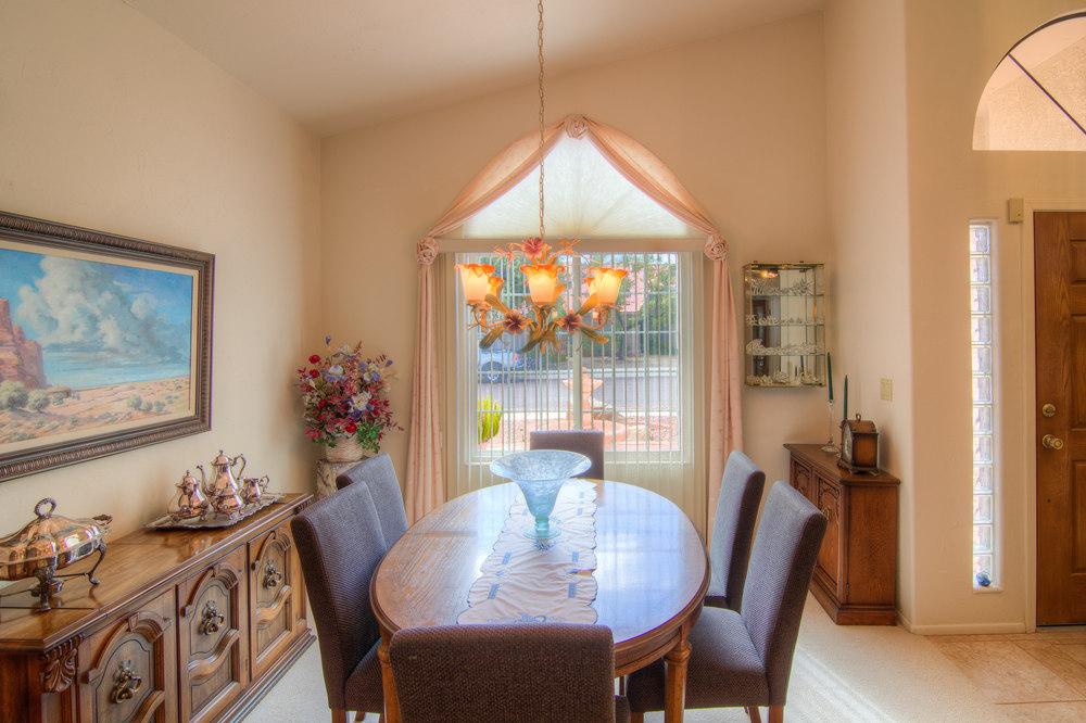 9 Dining Room b.jpg