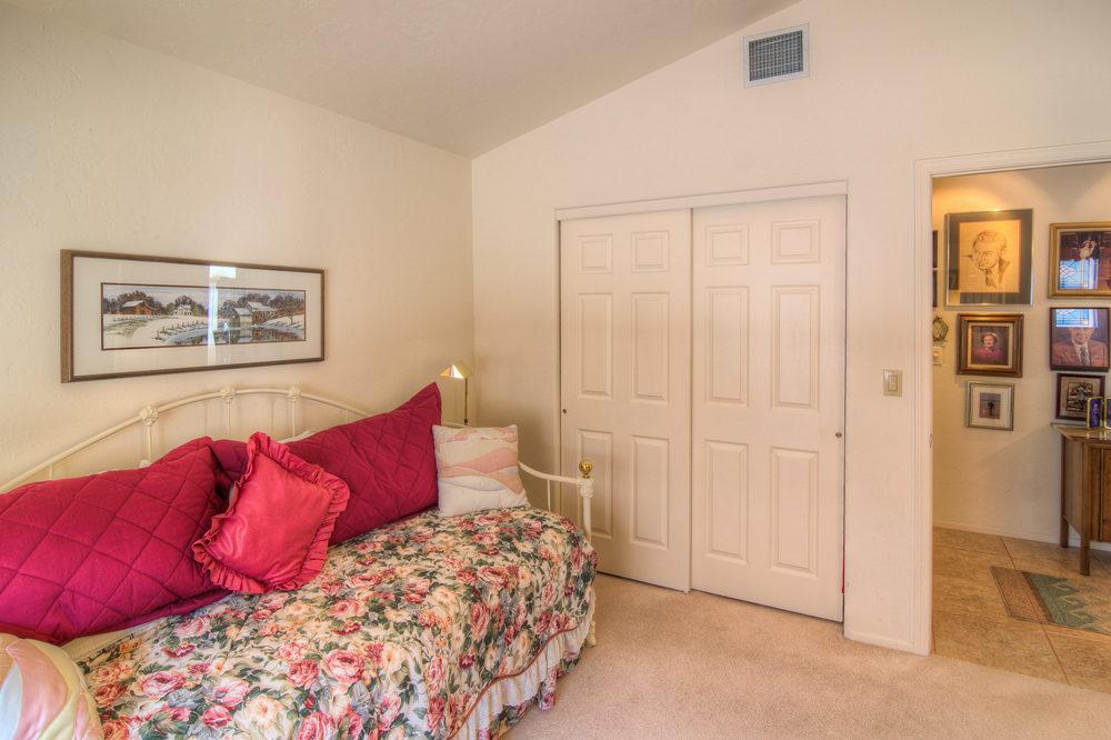 20 Bedroom 2 b.jpg