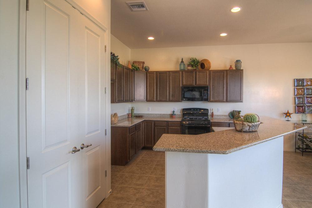 12 Kitchen b.jpg