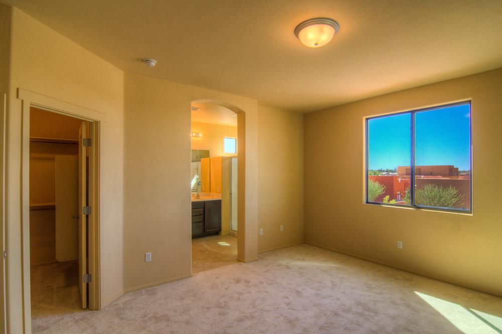 28 Master Bedroom b.jpg