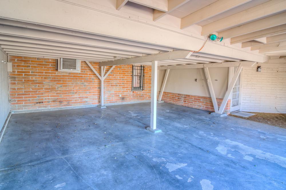 4 Garage.jpg