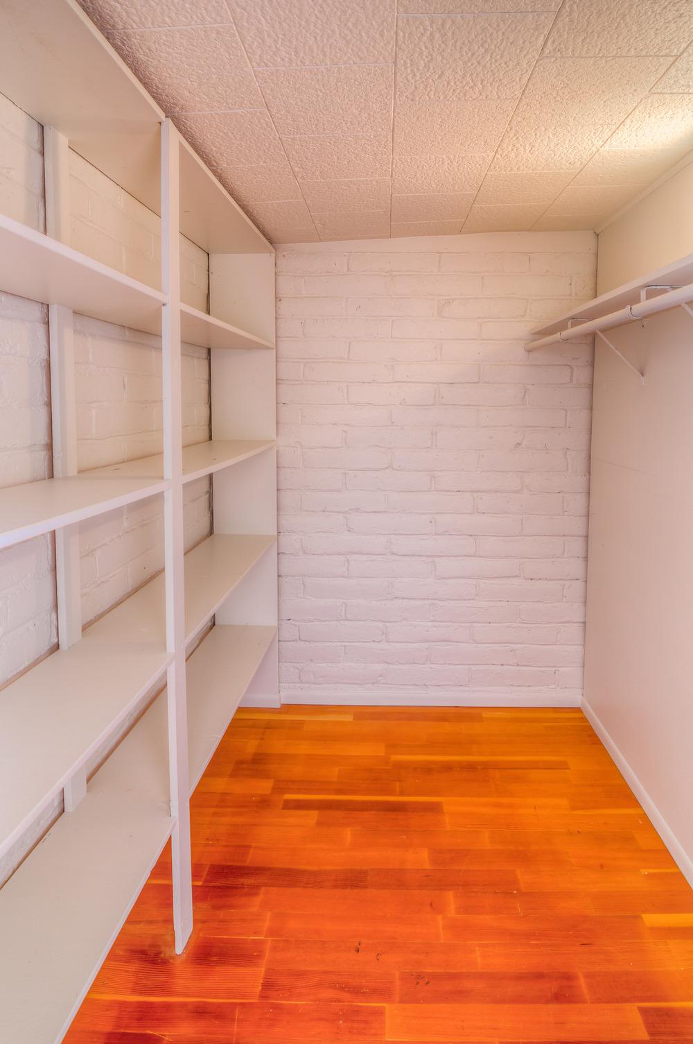 41 Guest Closet.jpg