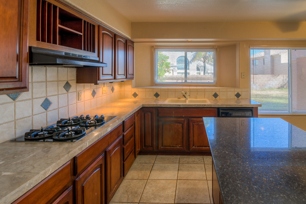 19 Kitchen photo b.jpg