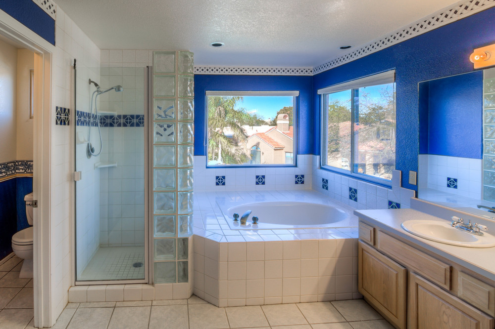 38 Master Bath photo b.jpg