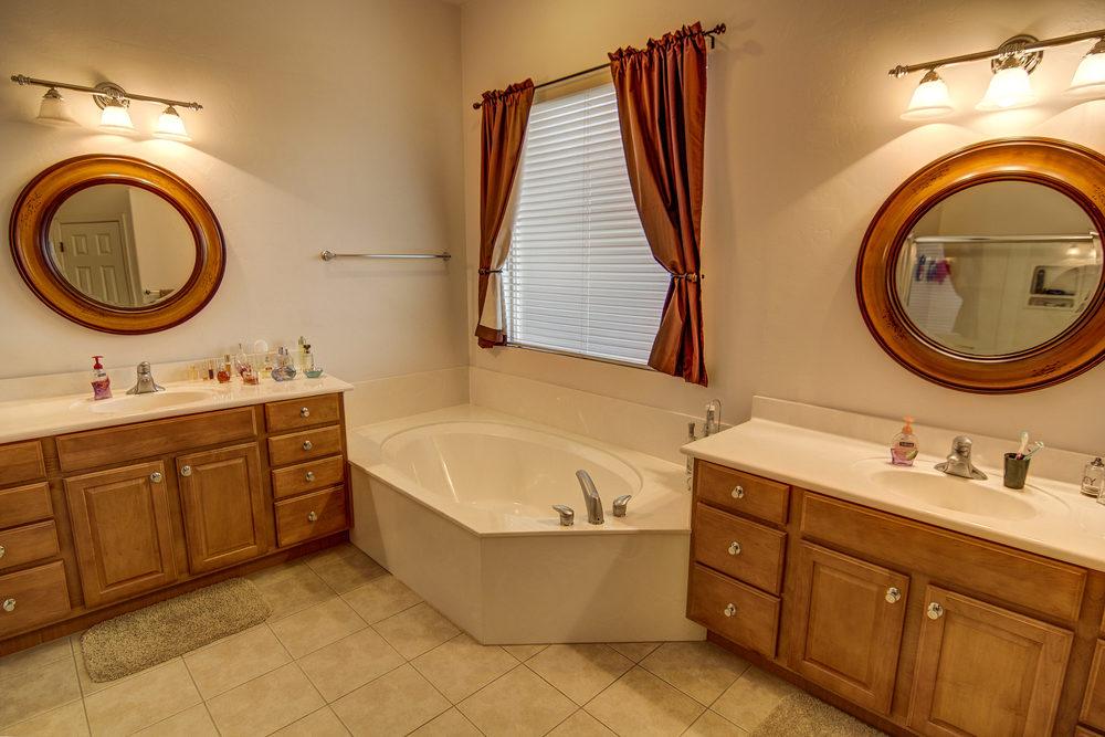 15 Master Bath 2.jpg