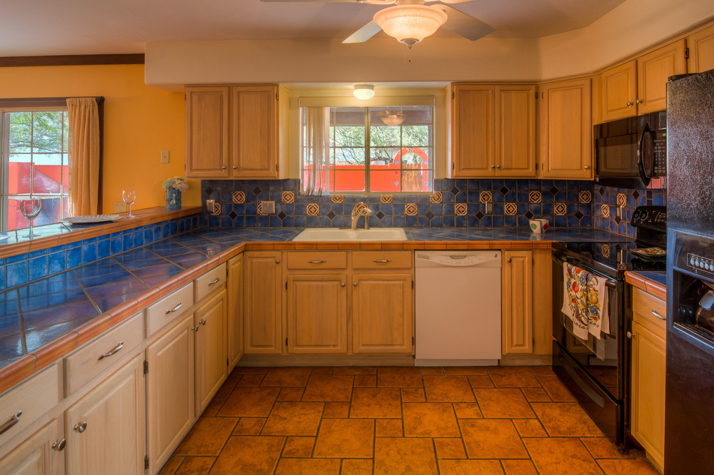 15 Kitchen photo b.jpg