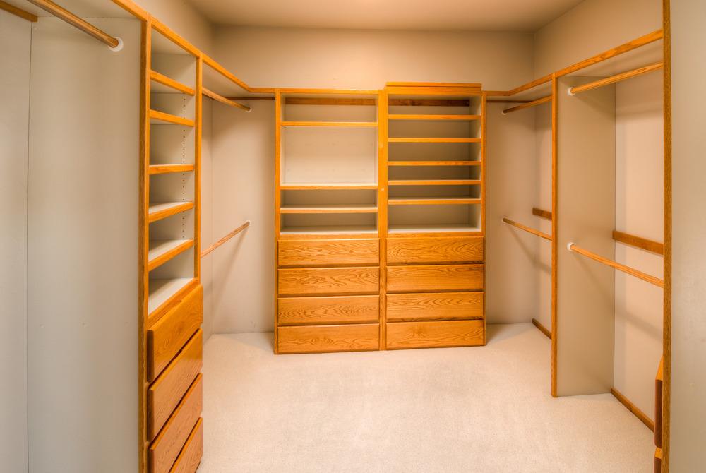 19 Master Closet.jpg