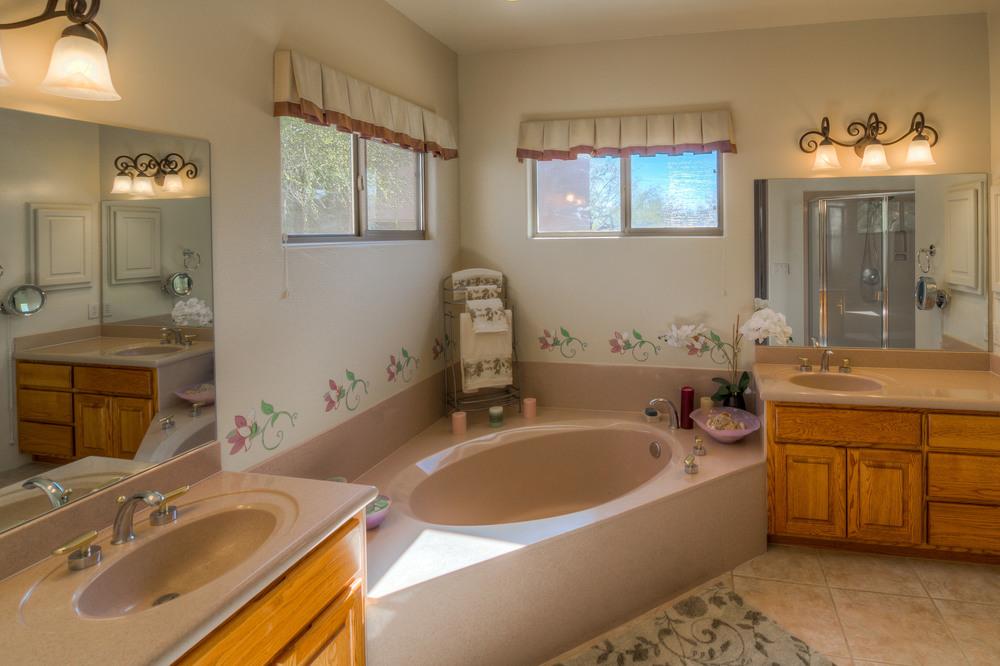 20 Master Bath photo a.jpg
