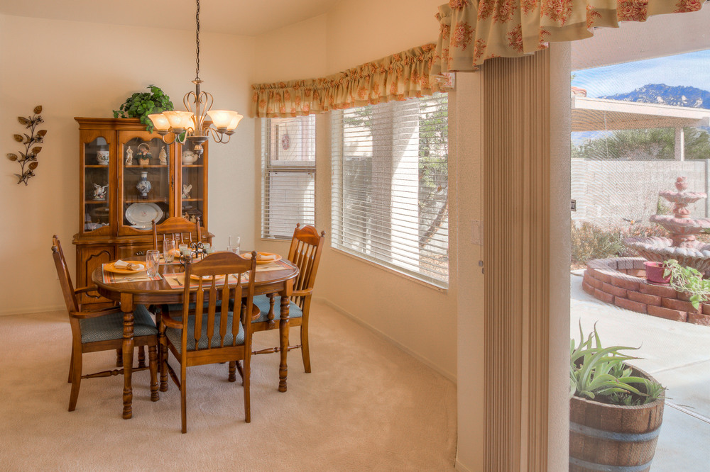 29 Dining Room photo a.jpg