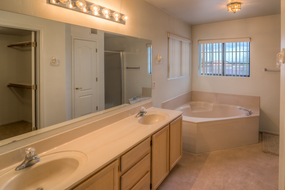 37 Master Bath photo a.jpg