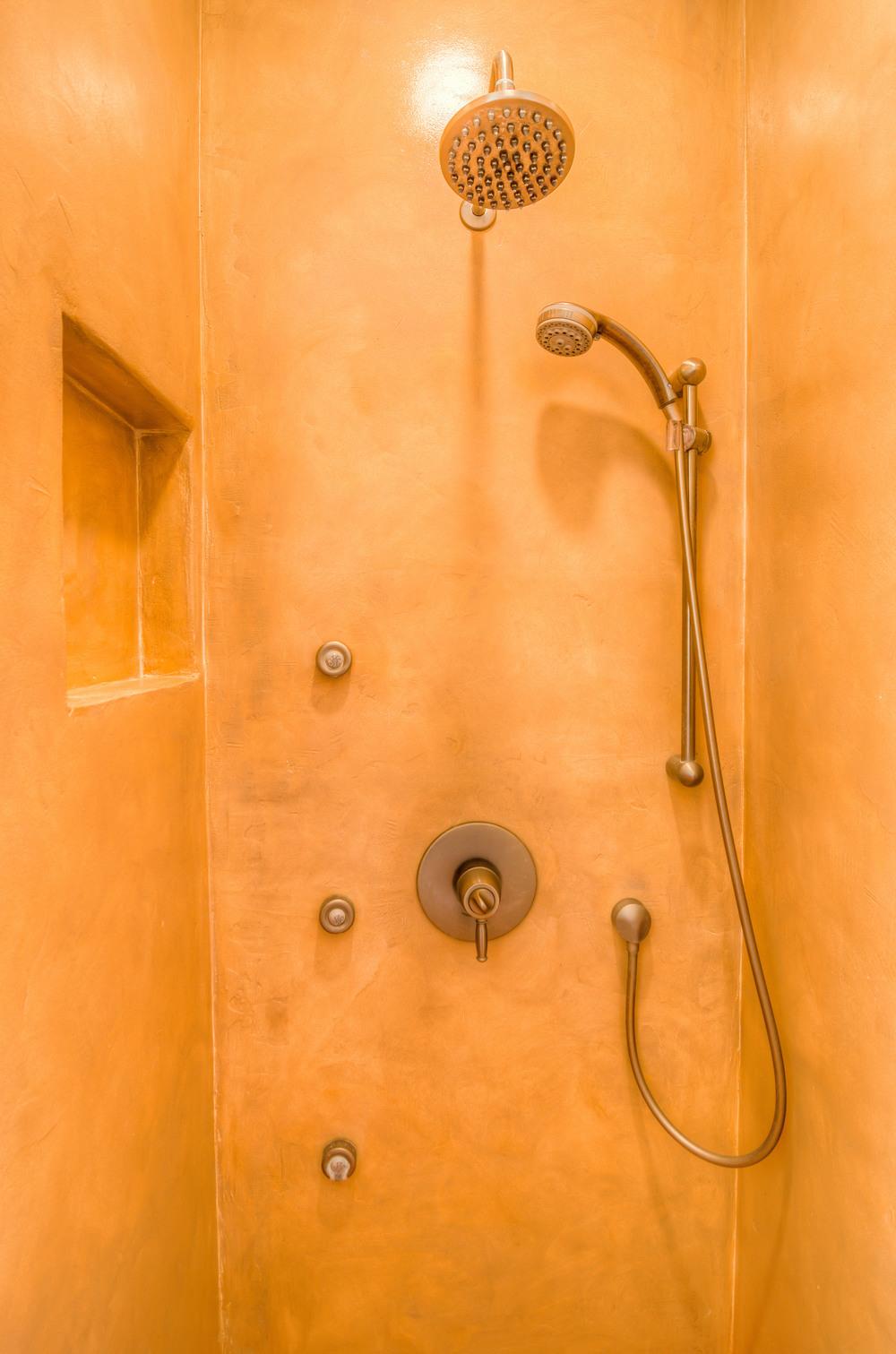 18 Master Bath photo d.jpg