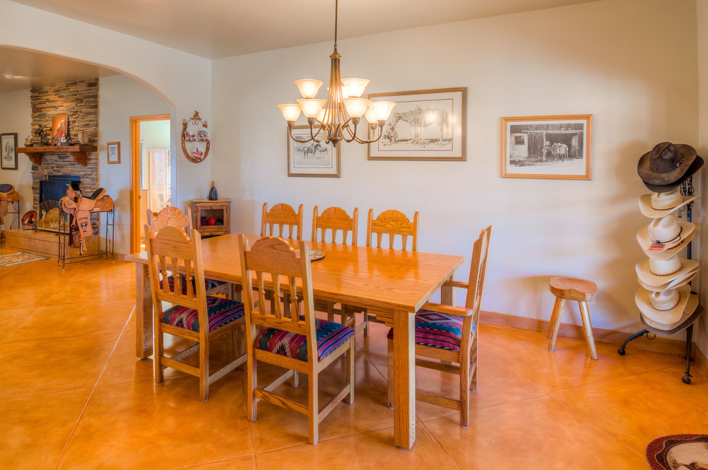 20 Dining Room photo b.jpg