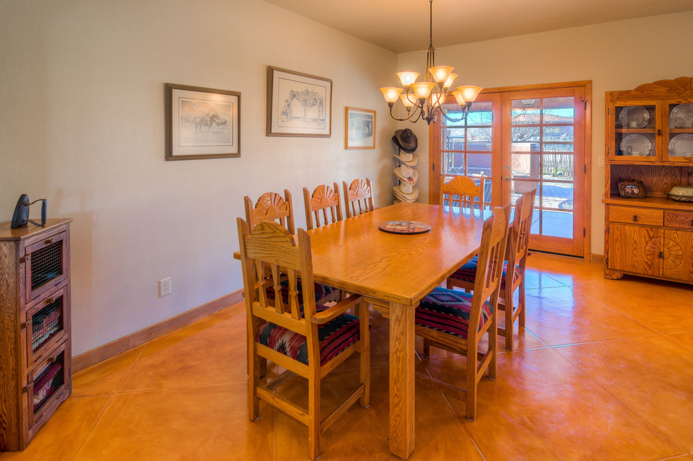 19 Dining Room photo a.jpg