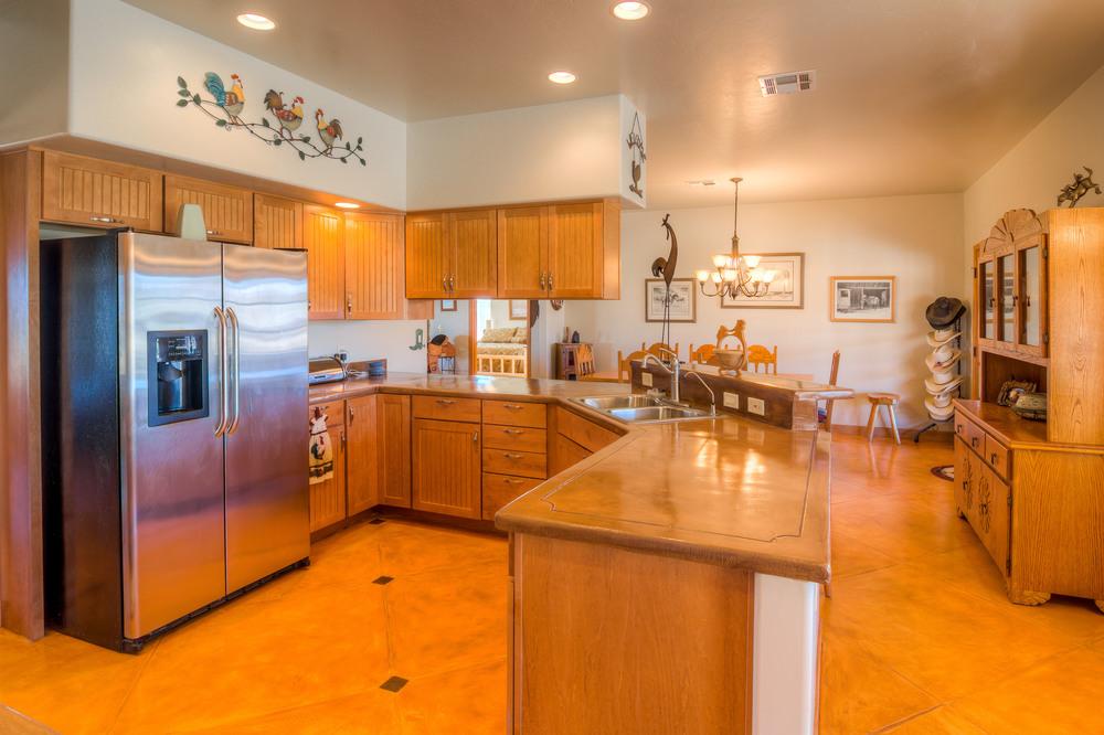 23 Kitchen photo b.jpg