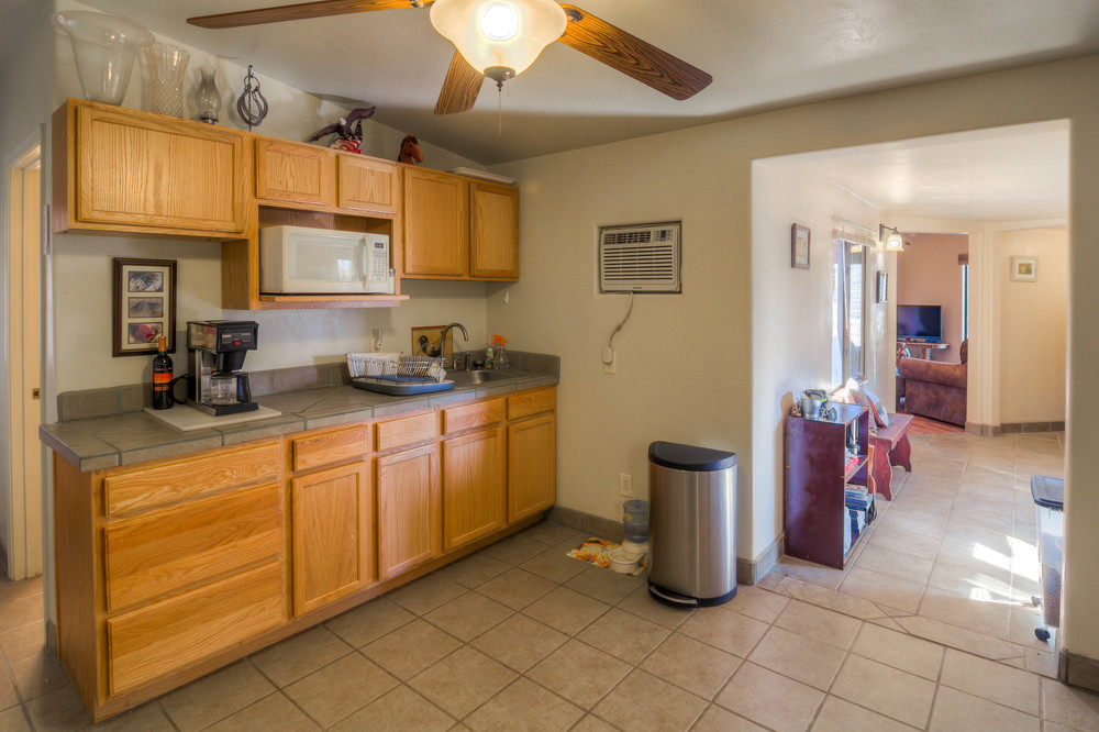 40 Guest House Kitchen photo a.jpg