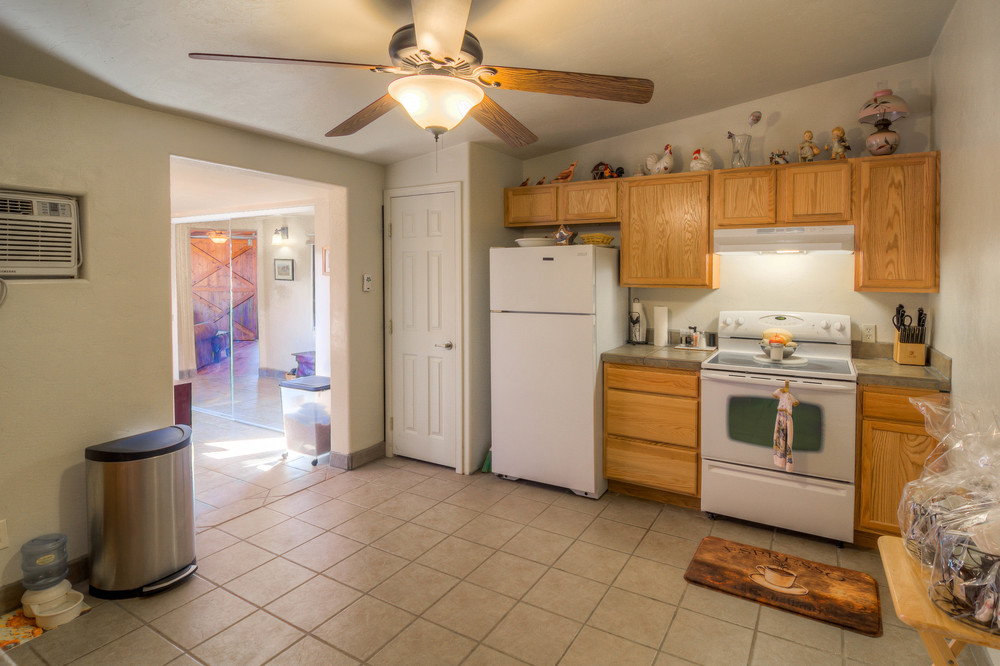 41 Guest House Kitchen photo b.jpg