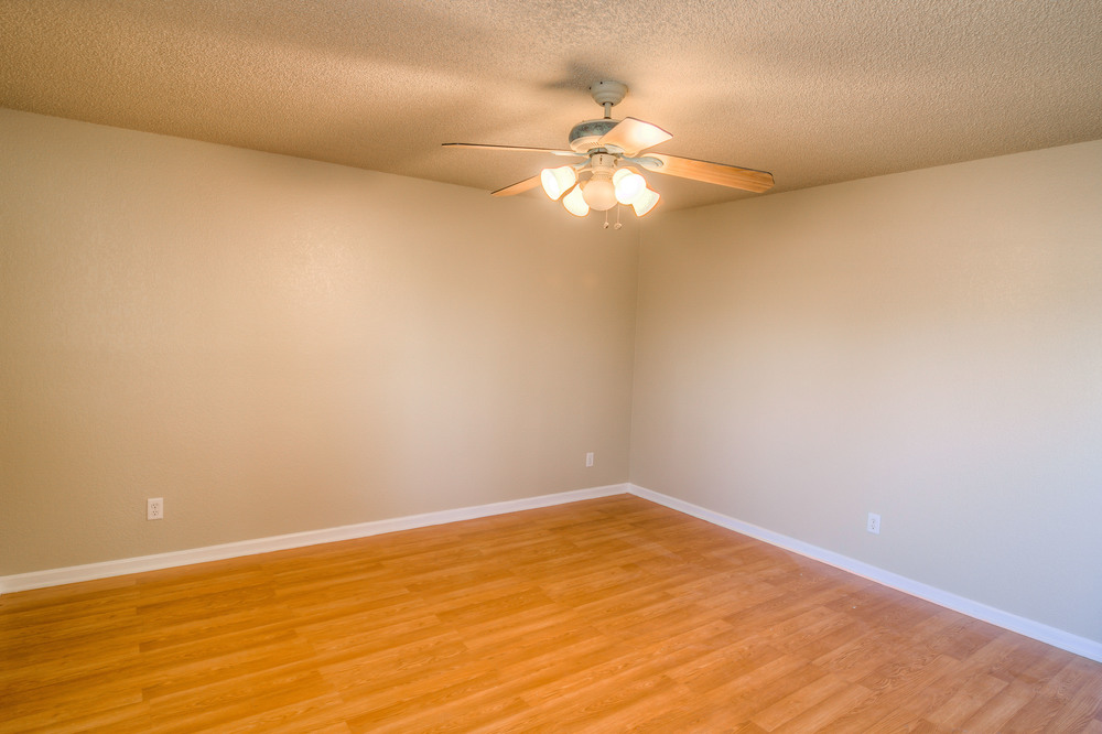 18 Master Bedroom photo f.jpg
