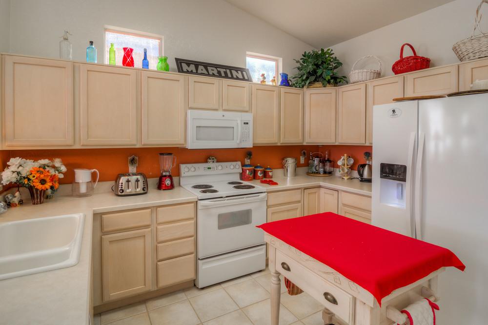 12 Kitchen photo a.jpg