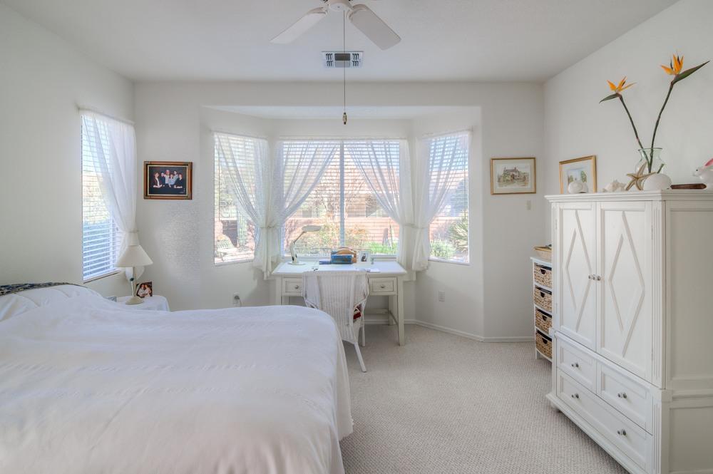 25 Master Bedroom photo e.jpg