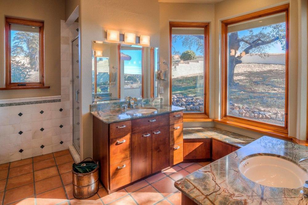 31 Master Bath photo a.jpg
