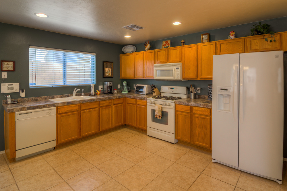14 Kitchen photo f.jpg