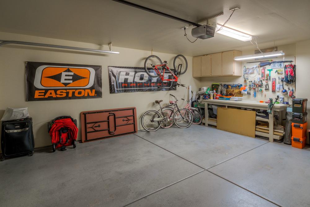 16 Garage.jpg