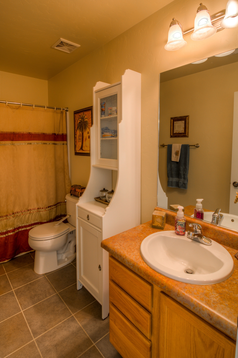19 Upstairs Bathroom photo a.jpg
