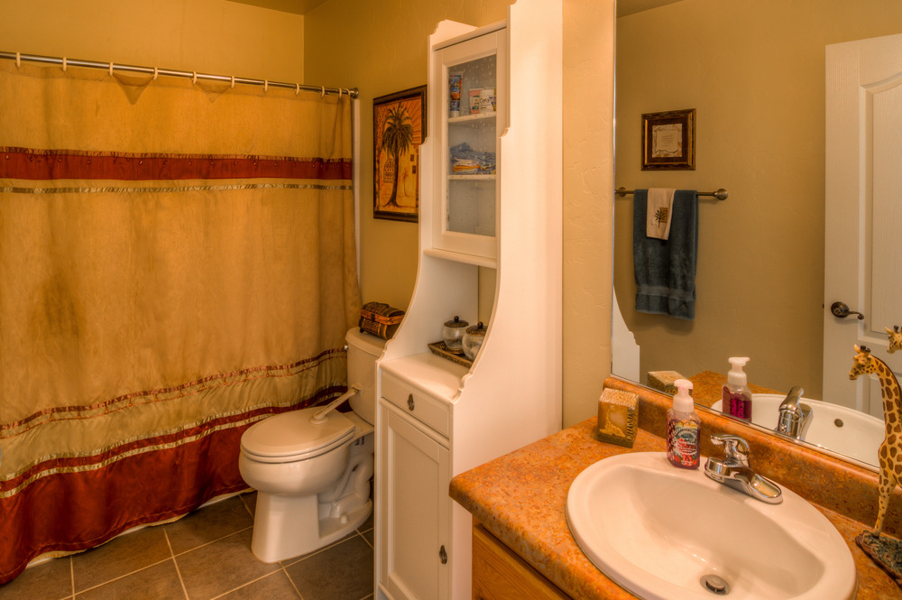 20 Upstairs Bathroom photo b.jpg