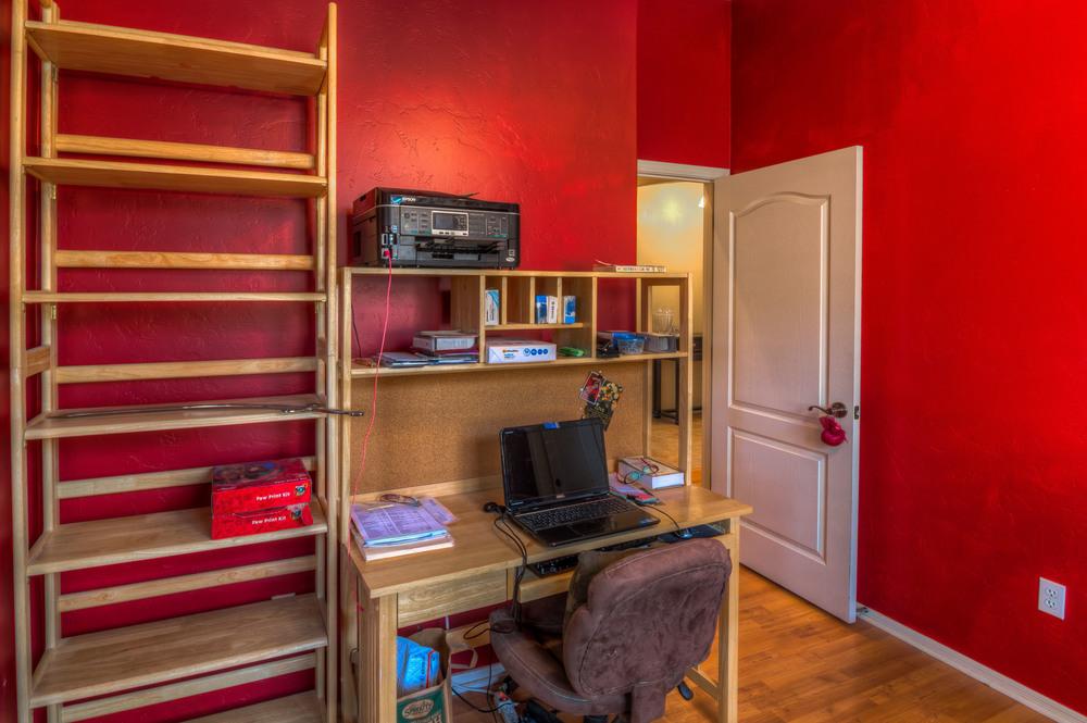 13 Bedroom 3 photo b.jpg
