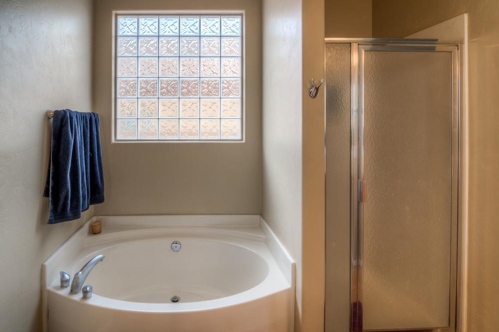 20 Master Bath photo b.jpg