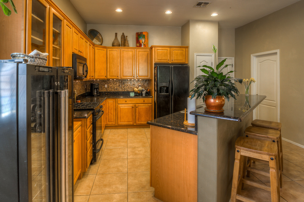 28 Kitchen photo d.jpg