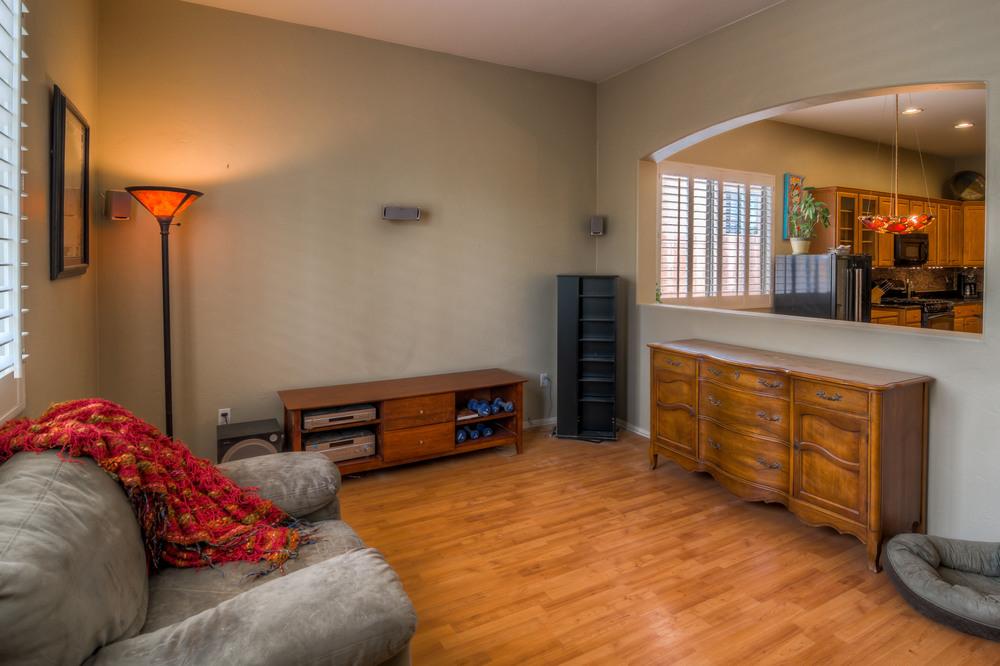 33 Family Room photo d.jpg