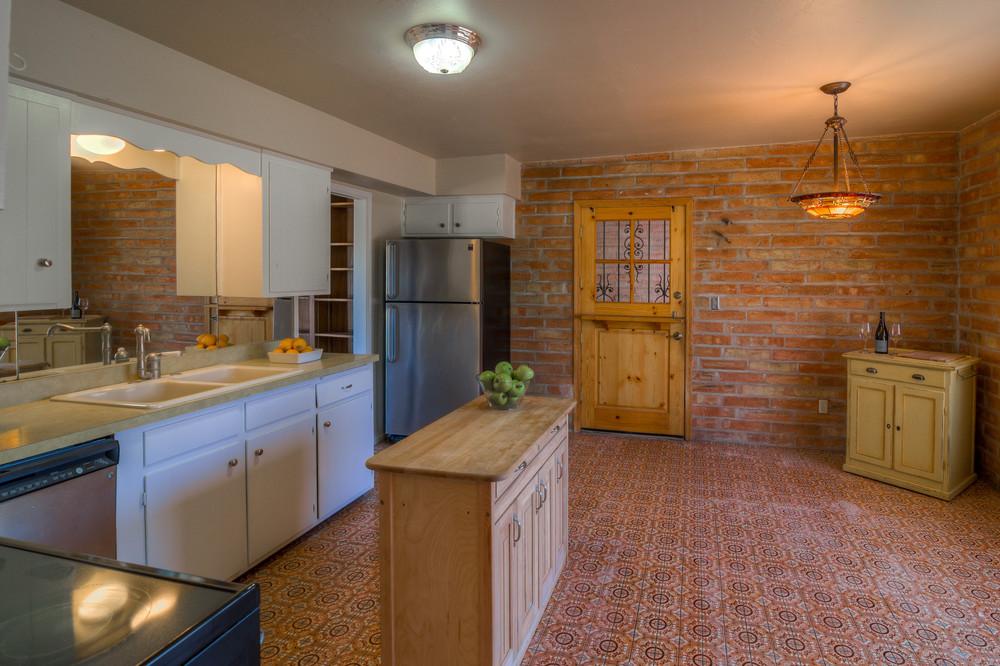 9 Kitchen photo a.jpg