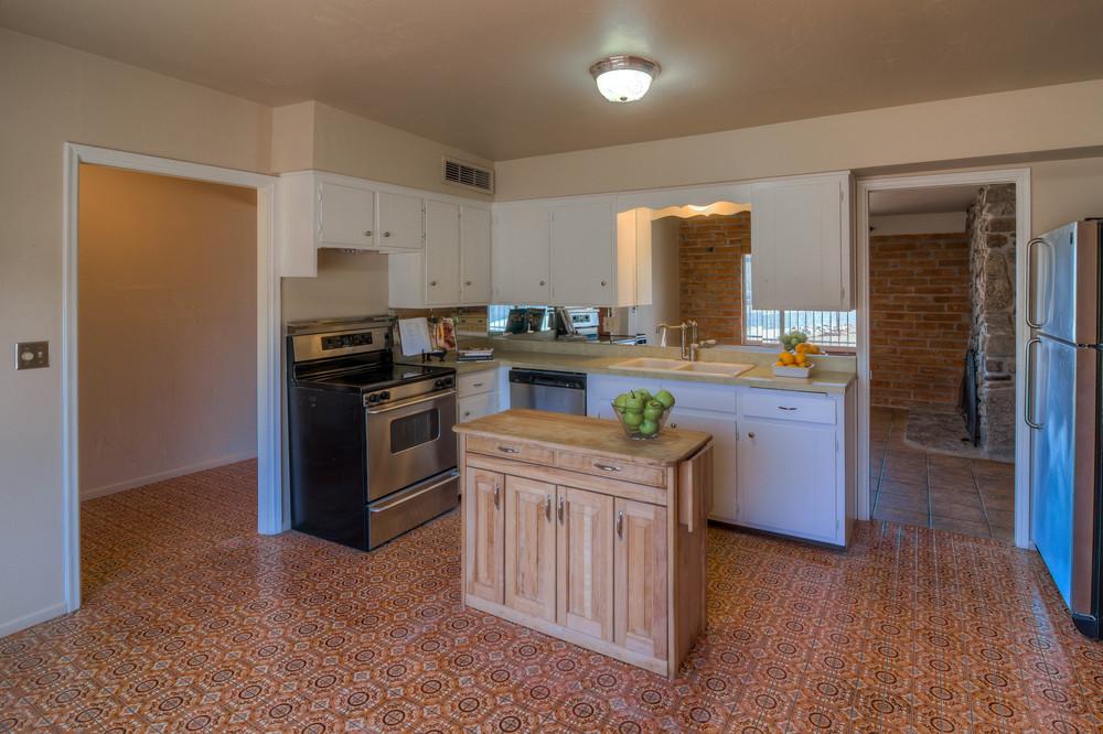 10 Kitchen photo b.jpg
