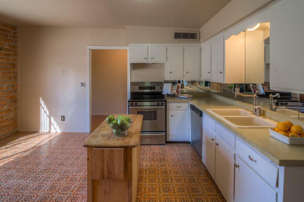 12 Kitchen photo d.jpg