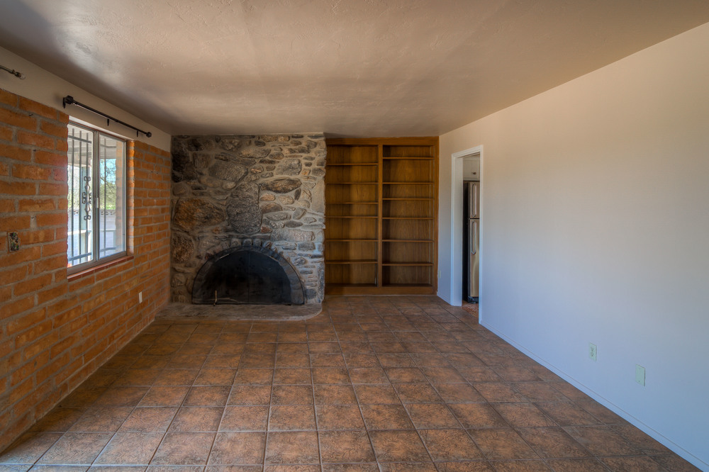 16 Living Room photo d.jpg