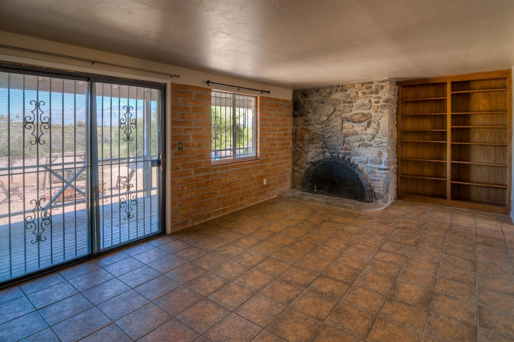 17 Living Room photo e.jpg
