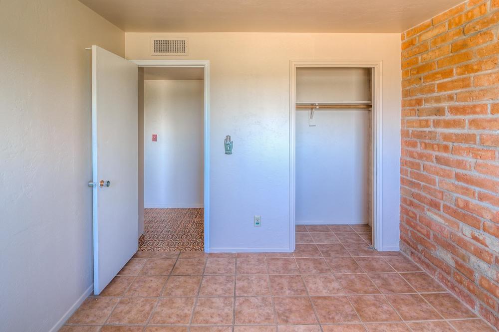 31 Bedroom 2 photo d.jpg