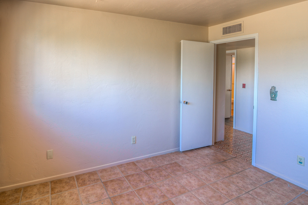 32 Bedroom 2 photo e.jpg