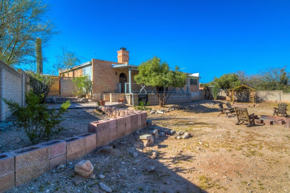 44 Backyard photo b.jpg