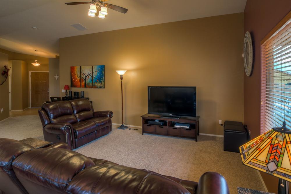 10 Living Room e.jpg