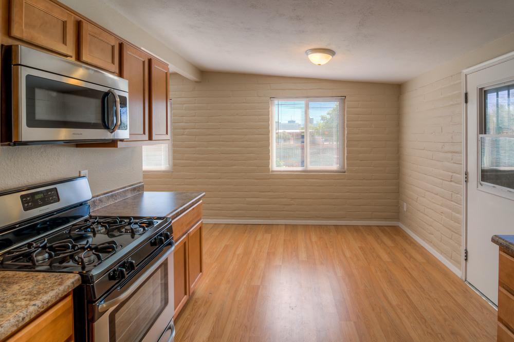 12 Kitchen photo b.jpg