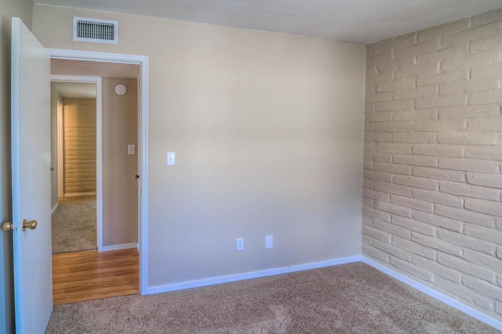 24 Bedroom 2 photo b.jpg