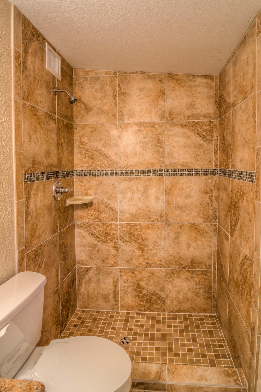 36 Master Bath photo b.jpg