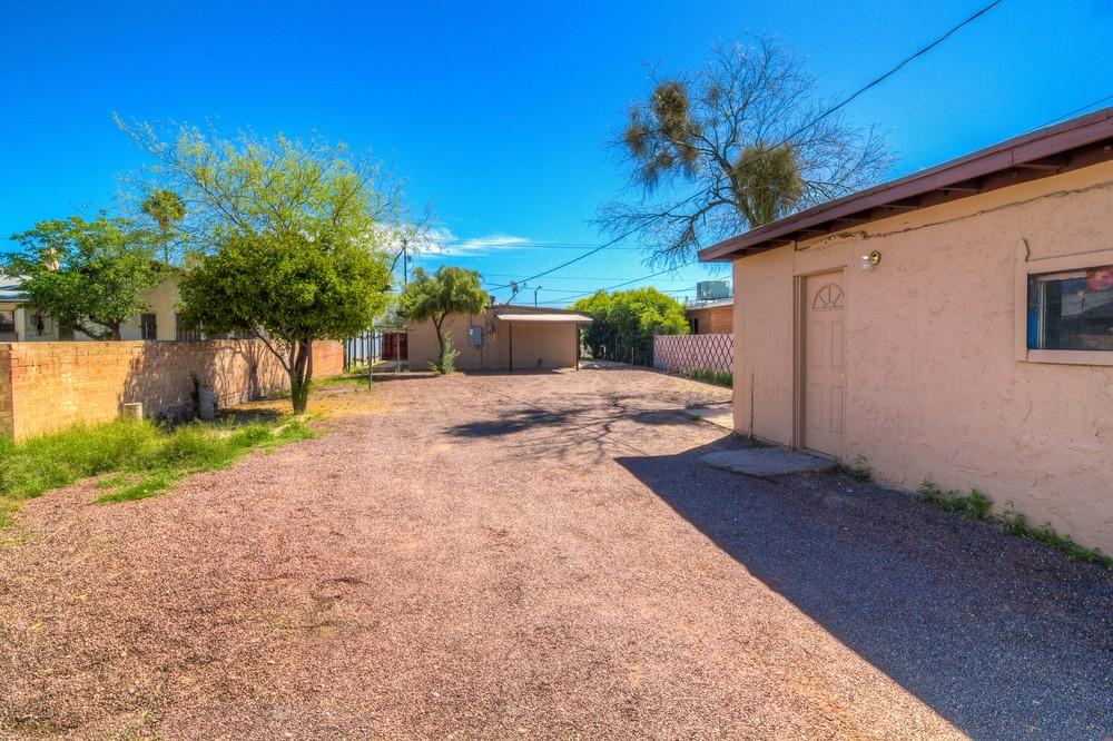 40 Backyard photo d.jpg