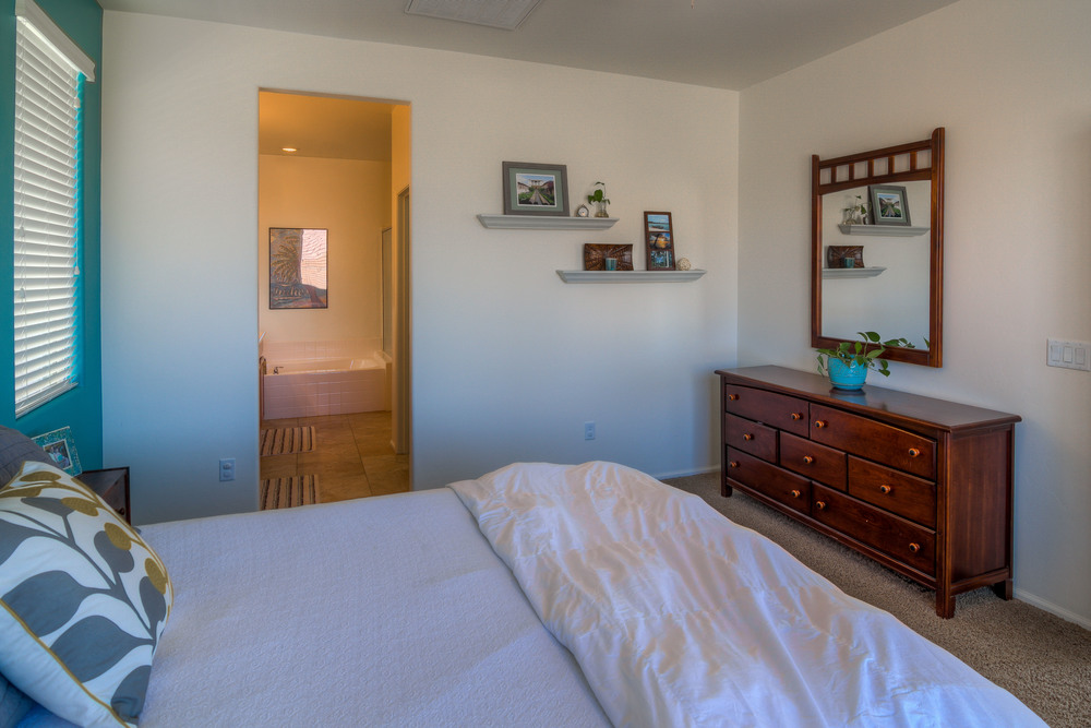 13 Master Bedroom photo d.jpg